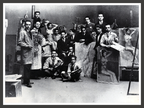 Taken in 1923, this photography shows Dali with his schoolmates and teachers during a class at the Royal Academy of Fine Arts in Madrid. He is at the center, squatting and touching his chin with his right hand. He will be expelled from school in 1926 for disciplinary reasons.
