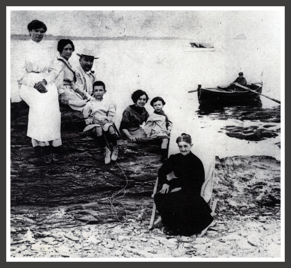 This photo was taken in 1910 at the Llané beach in Cadaqués. Salvador Dali (4th from the left) is surrounded by his aunts, his parents and his grandmother.