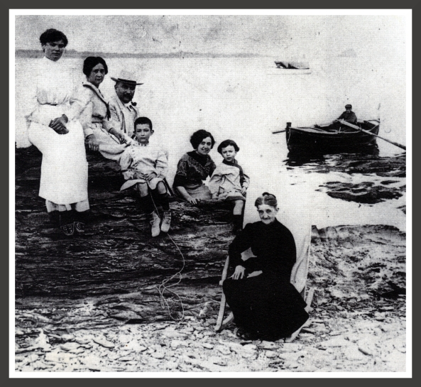 0003-Salvador Dali with his family in 1910